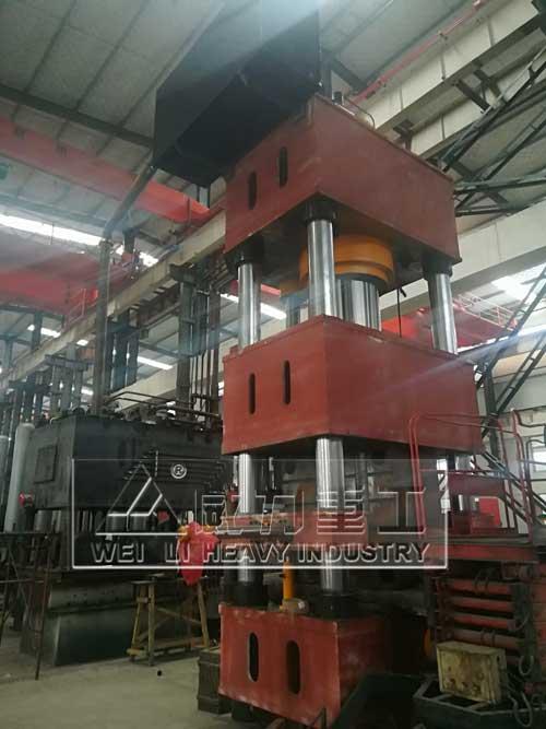 1000吨四柱式热锻机装配生产现场图